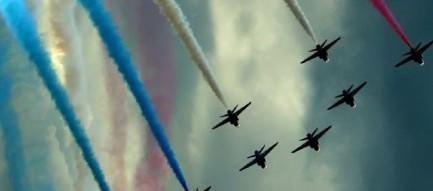 アクロバットな飛行機 iPhone5 スマホ用壁紙
