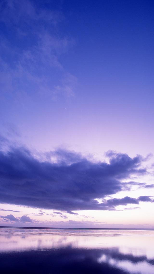 雲と水面 iPhone5 スマホ用壁紙