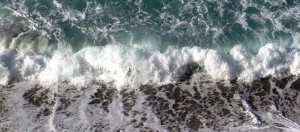 俯瞰する波打ち際 Androidスマホ壁紙