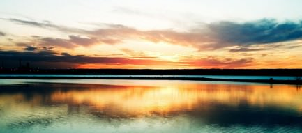 綺麗な冬の湖畔 Androidスマホ壁紙