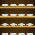 綺麗なお皿の棚 iPhone5 スマホ用壁紙