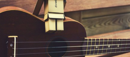 ギターとダンボー スマホ壁紙