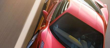 疾走する赤いスポーツカー iPhone5 スマホ用壁紙