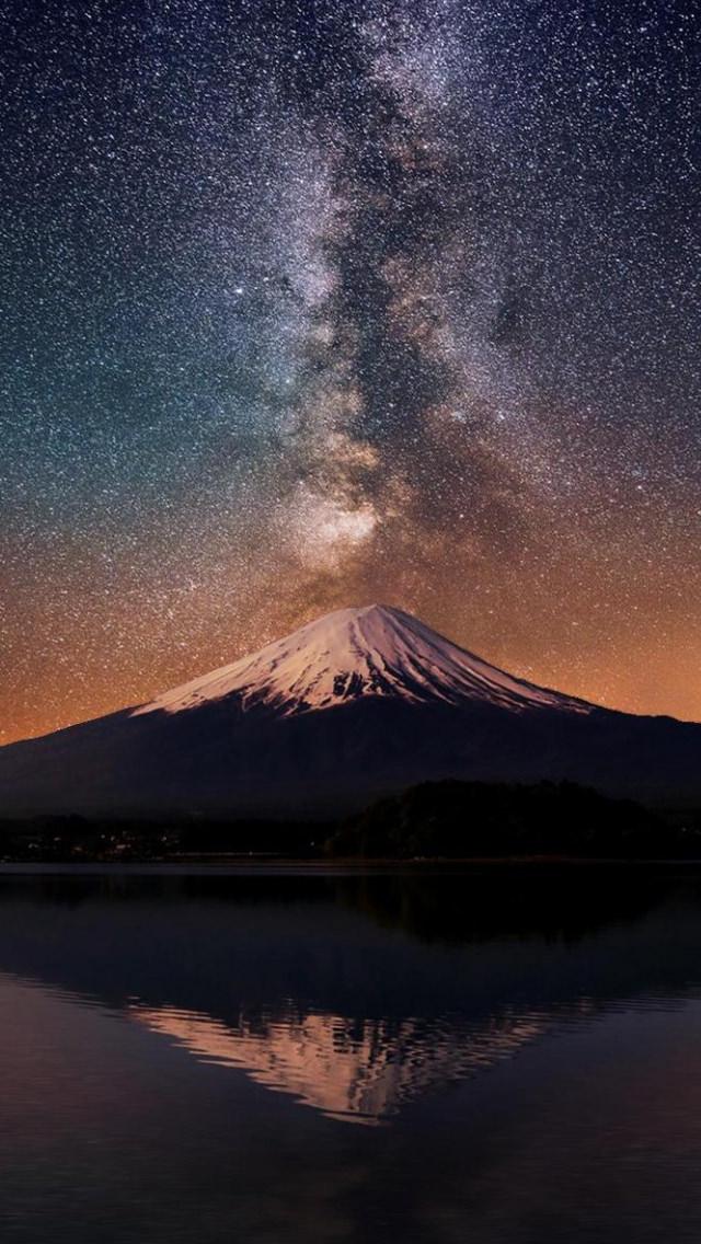 湖に反射する山 iPhone5 スマホ用壁紙