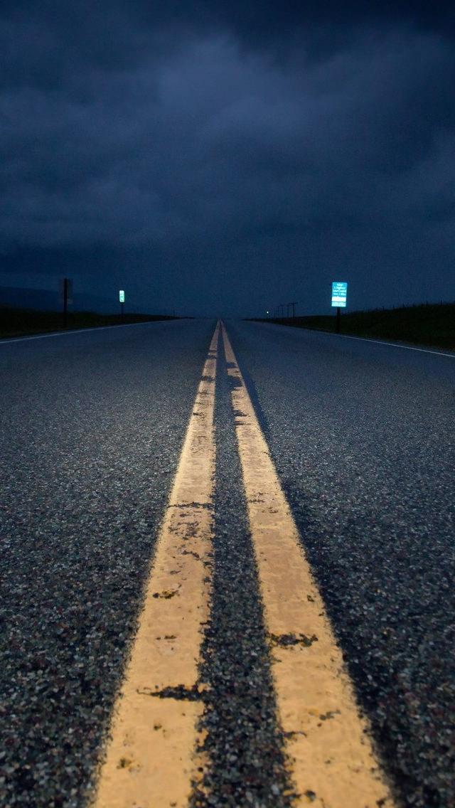 夜の道路 iPhone5 スマホ用壁紙