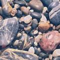 河原の小石 iPhone5 スマホ用壁紙