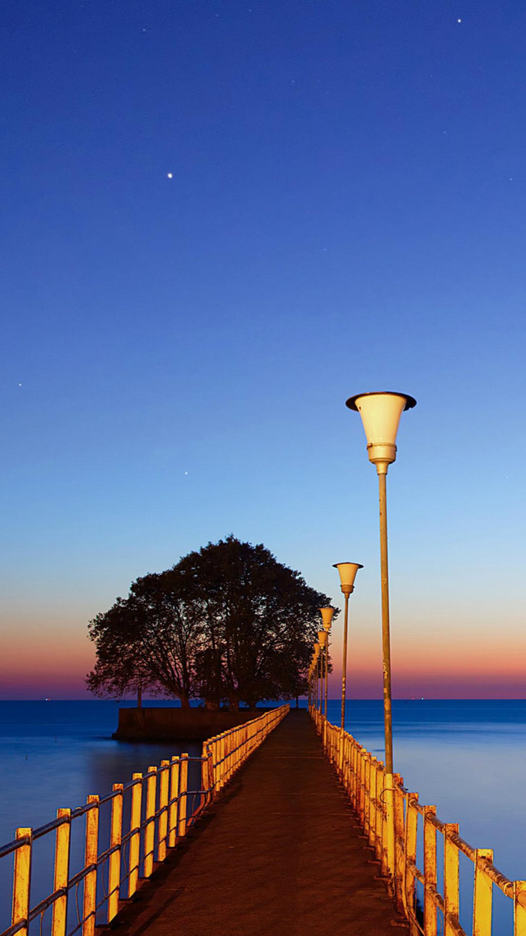 真っ直ぐに続く桟橋 iPhone6 Plus 壁紙