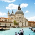 街並と運河 iPhone6 Plus 壁紙