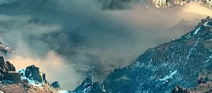 聳え立つ雪山 iPhone5壁紙