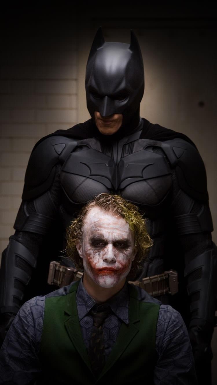 バットマンとジョーカー iPhone6壁紙