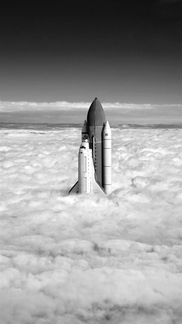 雲を抜けるスペースシャトル iPhone6壁紙