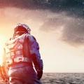 海を歩く宇宙飛行士 iPhone6壁紙