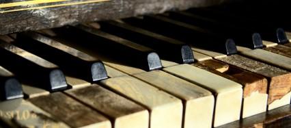 朽ちたピアノ Android壁紙