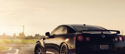 停車中の日産GT-R Android壁紙