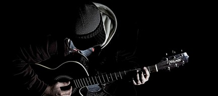 ギターを弾く男 iPhone6壁紙