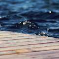 デッキと乱反射する水面 iPhone6壁紙