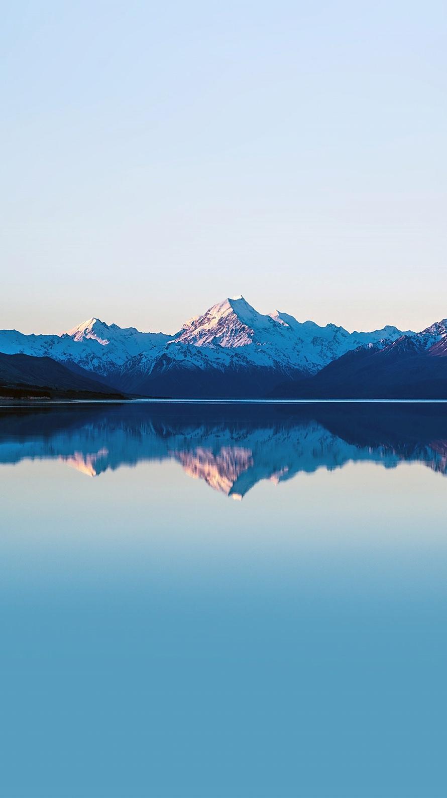 鏡面する雪山 iPhone6壁紙